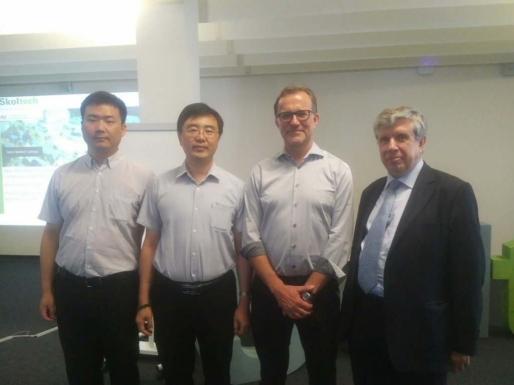 Photo: A.Ponomarev, J.Bialek and Chinese colleagues at the meeting in Skoltech.